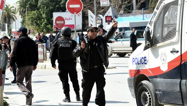 Tunisian security forces secure the area after gunmen attacked Tunis' famed Bardo Museum on March 18, 2015 - Sputnik France