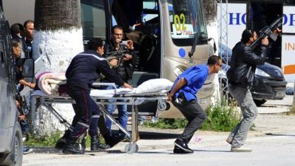 Эвакуация туристов вследствие нападения на музей в Тунисе - Sputnik France