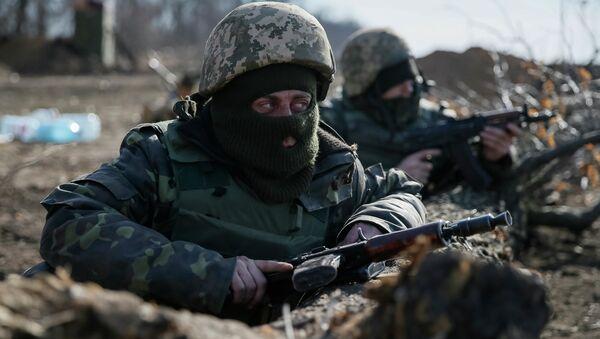 Members of the Ukrainian armed forces take their positions near Kurakhovo, not far from Donetsk March 11, 2015 - Sputnik France