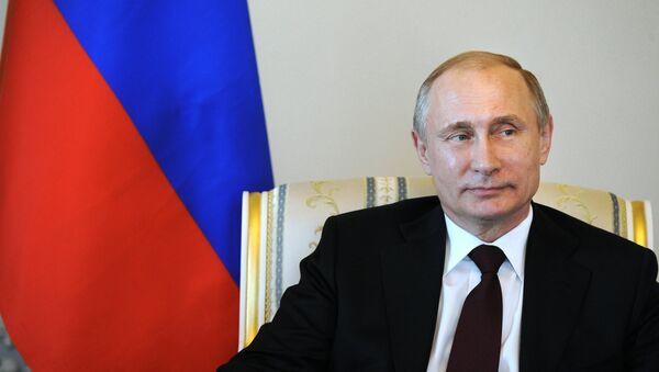 Президент РФ В.Путин встретился с главой Киргизии А.Атамбаевым в Стрельне - Sputnik France