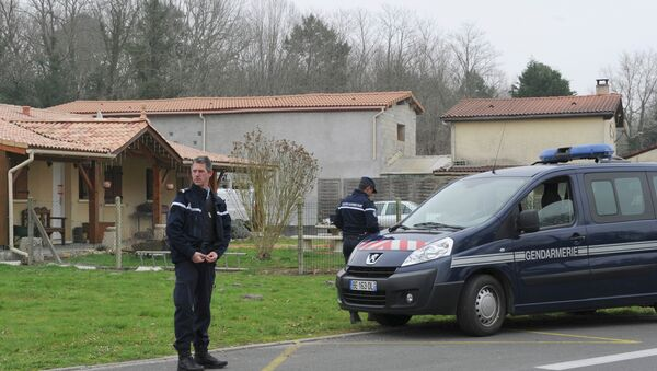 French police officers stand outside the house where the bodies of five babies were discovered in Louchats in southwestern France on March 20, 2015. - Sputnik France