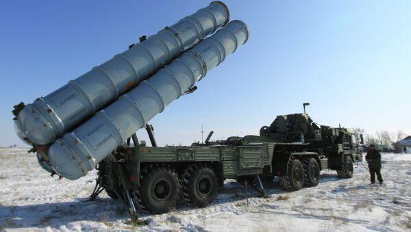 Подготовка к передаче второго полкового комплекта зенитного-ракетного комплекса С-400 Триумф на вооружение российской армии - Sputnik France