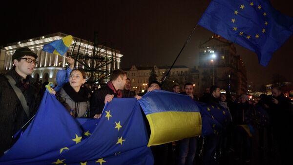 Акции сторонников вступления в Евросоюз на Майдане - Sputnik France