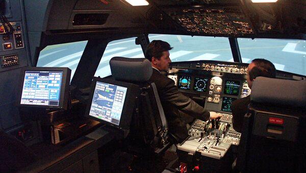 В кабине полнопилотажного тренажера самолета А320 - Sputnik France