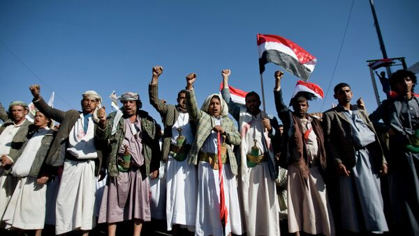 Houthi Shia Yemenis chant slogans during a rally to show support for their comrades in Sanaa, Yemen. - Sputnik France