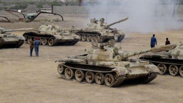 Военные, поддерживающие президента Йемена Абд Раббу Мансур Хади, занимают позиции на авиационной базе аль-Анад в Йемене - Sputnik France