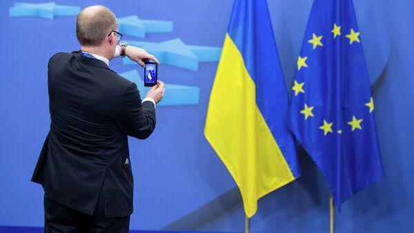 Ukrainian and EU flags - Sputnik France