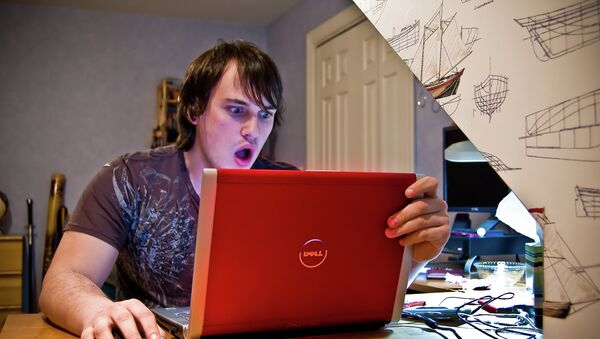 Юноша за компьютером удивлен - Sputnik France