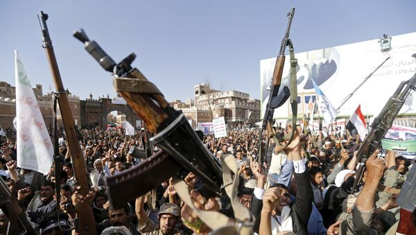 Followers of the Houthi group demonstrate against the Saudi-led air strikes on Yemen in Sanaa April 1, 2015. - Sputnik France