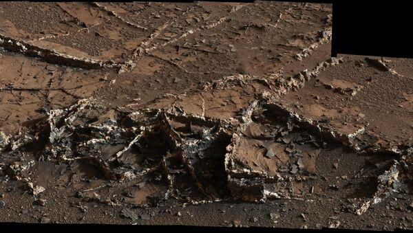 Curiosity Sees Prominent Mineral Veins on Mount Sharp, Mars - Sputnik France