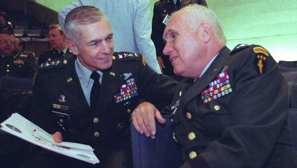 Wesley Clark, left, talks with Gen. Robert H. Scales Jr - Sputnik France