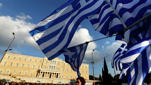 Protesters gather in front of the parliament during an anti-austerity and pro-government demonstration in Athens February 15, 2015 - Sputnik France