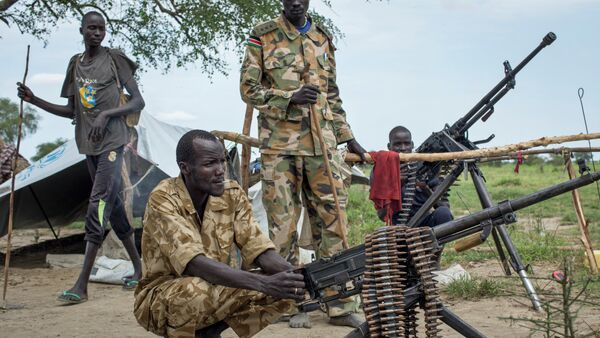 Rebel soldiers guard the village of Majieng, about 6km from the town of Bentiu, in South Sudan - Sputnik France