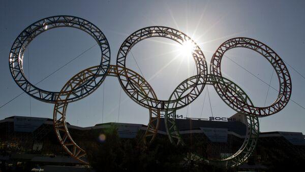 Олимпийские кольца у здания сочинского аэропорта - Sputnik France