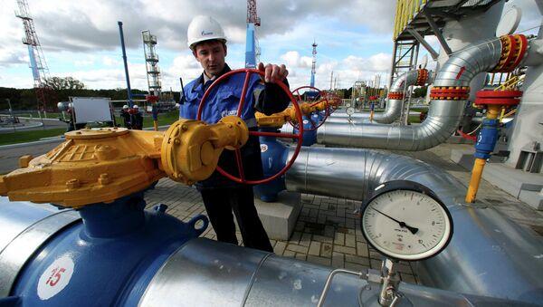 Работник Газпрома на газохранилище - Sputnik France