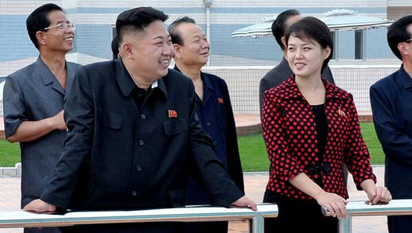 North Korean leader Kim Jong Un, front left, accompanied by his wife Ri Sol Ju, front right, inspects the Rungna People's Pleasure Ground in Pyongyang - Sputnik France