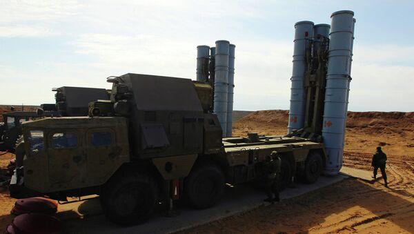 Mise en batterie d'un système de missiles sol-air S-300 - Sputnik France