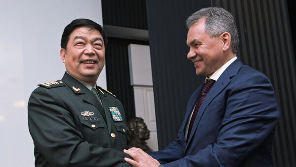 Министр обороны Китайской Народной Республики генерал-полковник Чан Ваньцюань (слева) и министр обороны РФ Сергей Шойгу - Sputnik France