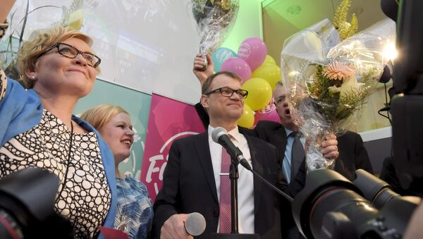 Anu Vehvilainen (L), Annika Saarikko, Chairman Juha Sipila and Juha Rehula of the Centre Party celebrate at the party's parliamentary elections reception in Helsinki after the results of the votes - Sputnik France