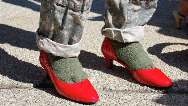 Slippery Slope? US Army Cadets Ordered to Walk a Mile in Heels - Sputnik France