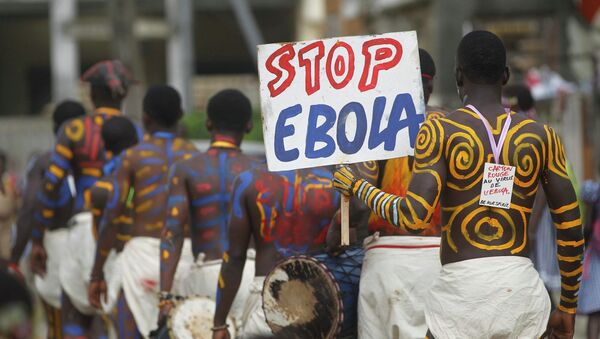 Actors parade on a street after performing at Anono school, during an awareness campaign against Ebola in Abidjan September 25, 2014 - Sputnik France