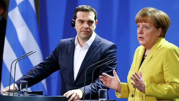 German Chancellor Angela Merkel and Greek Prime Minister Alexis Tsipras address a news conference following talks at the Chancellery in Berlin March 23, 2015 - Sputnik France