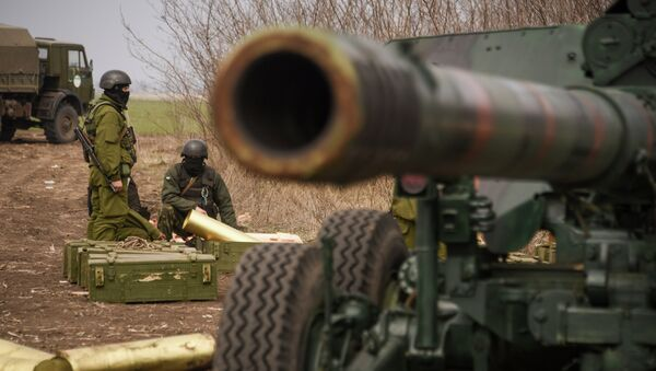 Ukrainian army soldiers take part in a military exercise at a training ground outside Mariupol, eastern Ukraine, Wednesday, March 25, 2015 - Sputnik France