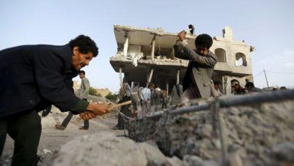 Sanaa bombardée par la coalition arabe - Sputnik France