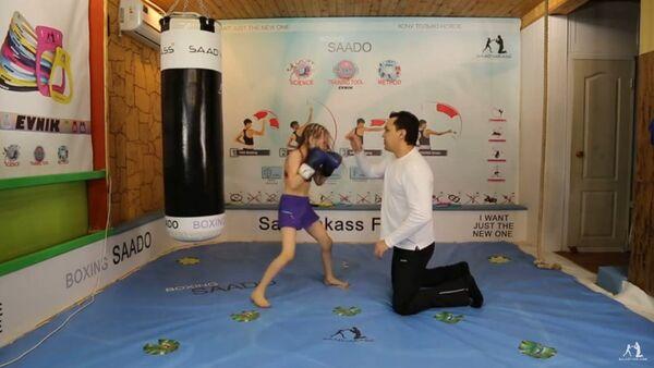 Kazakhstan: une fillette douée pour la boxe - Sputnik France