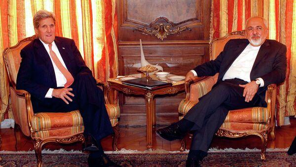 U.S. Secretary of State John Kerry (L), meets with Iran's Foreign Minister Mohammad Javad Zarif in New York April 27, 2015. - Sputnik France