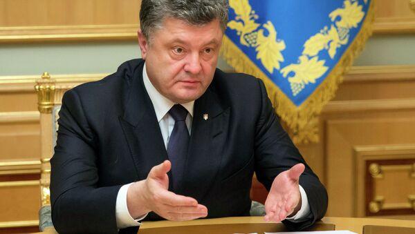 Ukraine's President Petro Poroshenko gestures while speaking to Ihor Kolomoysky, governor of Dnipropetrovsk, in Kiev, Ukraine, Wednesday, March 25, 2015 - Sputnik France