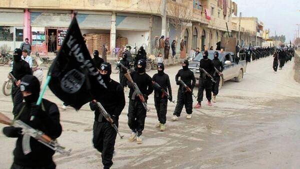 ISIL marching in Raqqa, Syria. - Sputnik France
