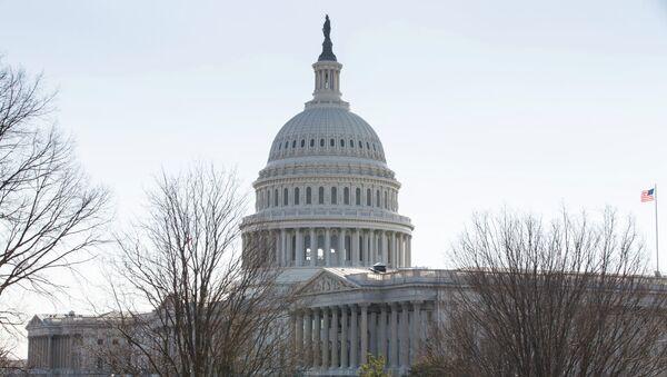 Здание Конгресса США на Капитолийском холме в Вашингтоне - Sputnik France