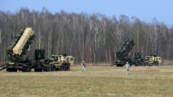 This picture taken on March 21, 2015 shows US troops from the 5th Battalion of the 7th Air Defense Regiment emplace a launching station of the Patriot air and missile defence system at a test range in Sochaczew, Poland - Sputnik France