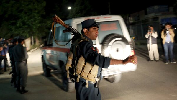 Afghan policeman stands guard at the site of an attack in Kabul, Afghanistan May 14, 2015 - Sputnik France