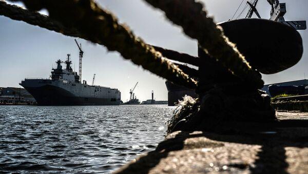 Десантный корабль Владивосток класса Мистраль в доках французской компании SNX France - Sputnik France