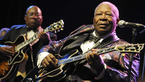 US blues legend BB King performs on stage during his ''One more time'' tour on July 15, 2009 in Prague. - Sputnik France
