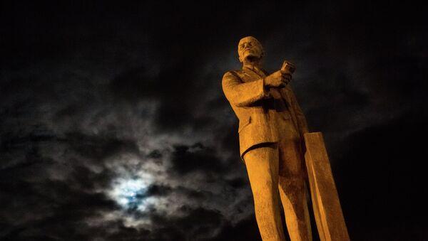 Памятник В.И. Ленину в Симферополе - Sputnik France