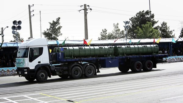 An Iranian military truck carries a Bavar-373 air defence missile system during the Army Day parade in Tehran on April 18, 2015 - Sputnik France