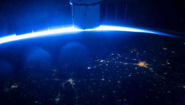 Le vaisseau cargo Dragon de l'entreprise SpaceX dans l'espace - Sputnik France