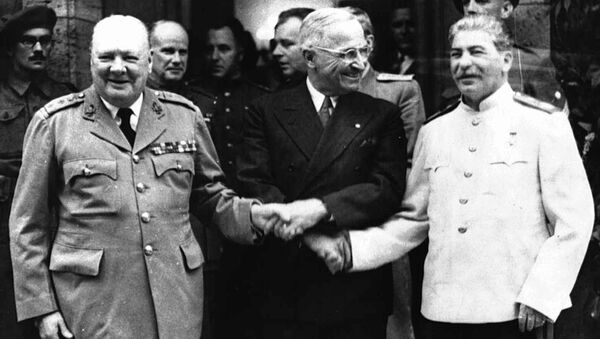 Ces poignées de main qui sont entrées dans l'histoire - Sputnik France