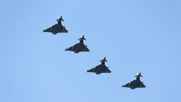 Four British Eurofighter Typhoons from the Royal Air Force arrive at Bodoe Main Air Station on the first day of the NATO Arctic Challenge Exercise, May 25, 2015 - Sputnik France