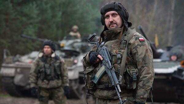 Polish Soldier with Beryl Assault Rifle - Sputnik France