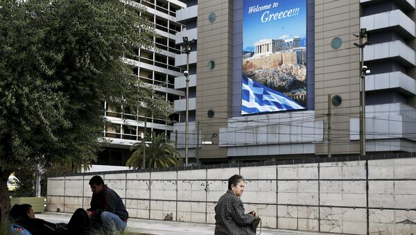 People are seen on Omonia square in Athens - Sputnik France