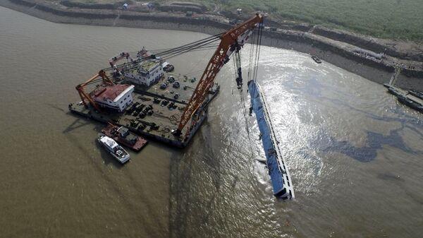 Chine: renflouage du navire de croisière Etoile de l'Orient - Sputnik France