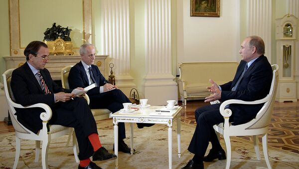 Russian President Vladimir Putin gives an interview to Italian newspaper Il Corriere della Sera ahead of his visit to Milan's exposition Expo Milano 2015 — Feeding the Planet, Energy for Life. - Sputnik France