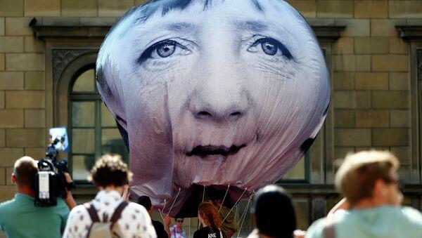 A balloon with a portrait of German chancellor Angela Merkel. Munich, Germany, Friday, June 5, 2015 - Sputnik France