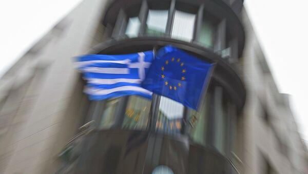 Drapeaux de la Grèce et de l'UE - Sputnik France