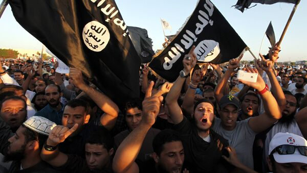 In this Sept. 21, 2012 file photo, Libyan followers of Ansar al-Shariah Brigades and other Islamic militias, hold a demonstration against a film and a cartoon denigrating the Prophet Muhammad in Benghazi, Libya - Sputnik France