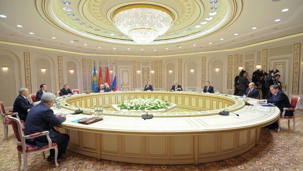 Рабочий визит В.Путина в Белоруссию для участия в заседании ВЕЭС - Sputnik France